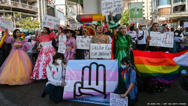 LGBTQ人抗议缅甸政变