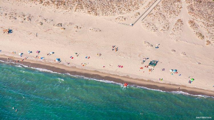 意大利流行的同性恋裸体海滩